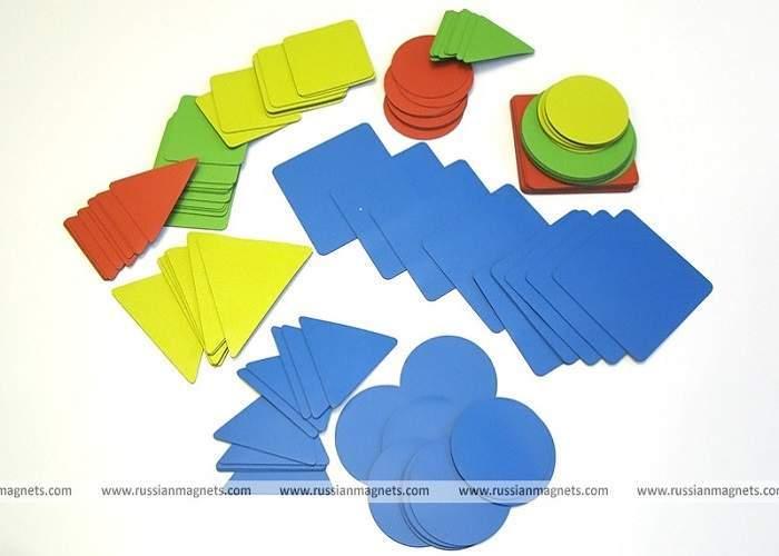 Набор магнитных карточек «Геометрические фигуры: изучаем форму, цвет, размер» (120 карточек, 4 цвета)